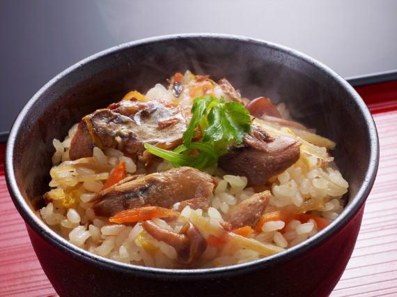 銀鯖の炊き込みご飯の盛り付け例です