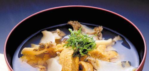 三陸の海の幸、ウニとアワビを使った潮汁味の海翁堂のいちご煮