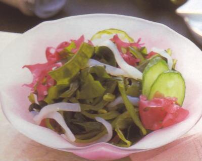 いかそうめんにお好み海藻や野菜を混ぜてイカの海鮮さらだに!