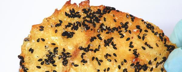 鯛と黒胡麻の珍味、黒ごま鯛ロール