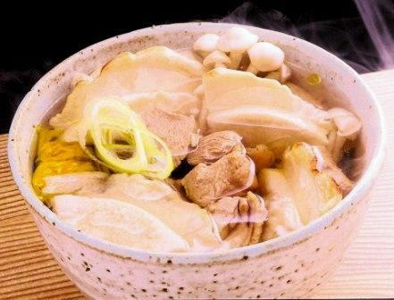 青森地鶏シャモロック入り八戸せんべい汁調理例